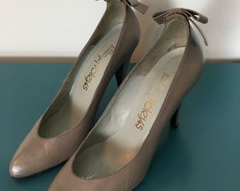 Vintage 1970s Foley's Tan Bow Pumps