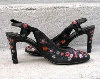 2787f28ef463 Black Embroidered High Heels Vintage 1990s Floral Heels Shoes   7M