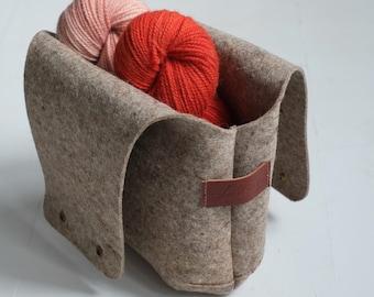 Medium Felt knitting bag, Wool project bag for knitting, Felt yarn wristlet, Wool lover tote