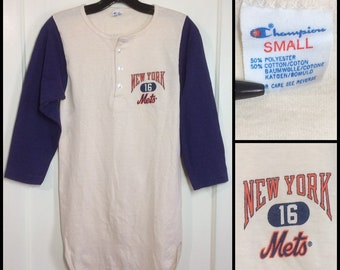 1970s 1980s New York Mets NYC baseball team 3/4 length sleeves henley neck Champion brand tshirt size small 14x30 looks XS 2 tone blue white
