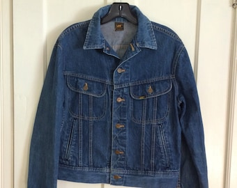 1980s Lee 4 pocket denim jean jacket looks size Medium made in USA cats eye buttons in back #1889