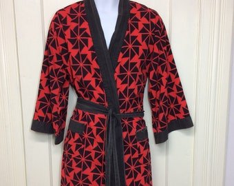 1950s red black bold print star patterned Asian smoking jacket summer beach robe kimono size C by Pleetway all cotton distressed faded