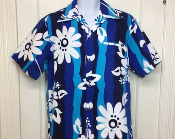 deadstock 1970s Hawaiian bold print cotton shirt size large blue wave stripes flowers floral made in Hawaii tropical island beach party NOS