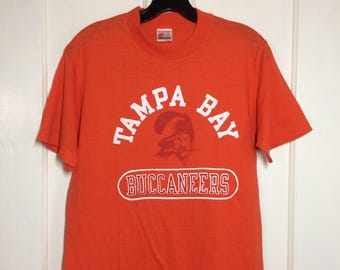 1980s football team  Tampa Bay Buccaneers Florida t-shirt size large 18x27 made in USA