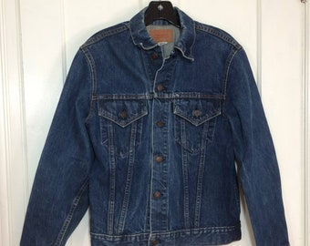 1970s faded indigo blue Levi's 2 pocket denim jean jacket looks size medium cut-off tab single stitch # 1913