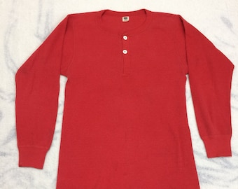 1970s red henley neck thermal undershirt tag size XL, looks medium long sleeve t-shirt Hanes waffle shirt #12