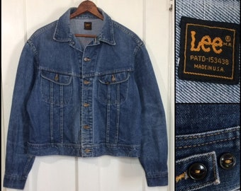 1970s Lee 2 pocket faded blue jean denim jacket looks size XL 23x22 made in USA cats eye buttons #1939