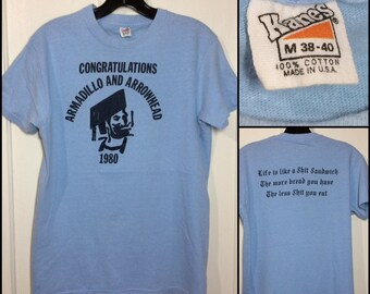 1980 Congrats Armadillo Arrowhead graduation shit sandwich t-shirt size medium 17.75x25.5 blue Hanes cotton made in USA smoke zig-zag papers