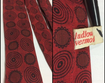 "1960s extra skinny square end necktie skinny tie circle rings abstract flower patterned 1.5"" wide by Ludlow Vermont Taylor dark red black"
