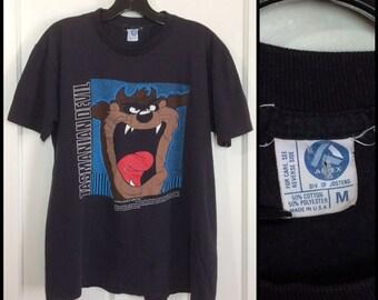 1980s 1989 Looney Tunes Taz Tasmanian Devil faded black t-shirt size medium 20.5x24.5 cartoon character Bugs Bunny worn soft