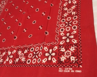 1950s Fast Color all cotton red bandana 21.25x21.5 square all cotton tulips flowers flour de lis hemmed selvedge bandanna #107