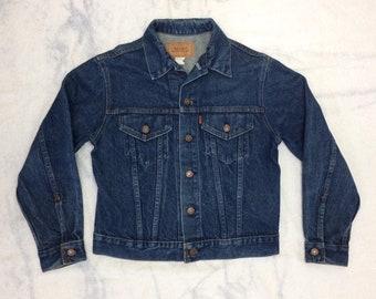 1970s dark blue Levi's 2 pocket denim jean jacket made in USA tag size medium, looks small orange tab #947