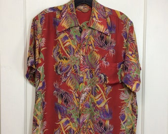 1950 Kamehameha silky rayon Hawaiian shirt size small made in Hawaii loop collar border print coconut husk buttons red aloha surfer beach