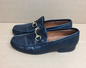 vintage Gucci horse bit loafers navy blue leather size 41.5 D, (USA size 8.5) made in Italy designer shoes Ivy League