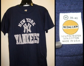 Vintage NY Yankees NYC 1970's T-shirt size medium looks small 17x25.5 dark blue baseball team New York City sports made in USA