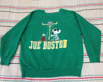 1980s Snoopy Joe Boston Celtics basketball sweatshirt size large, looks medium kelly green Woodstock sports team