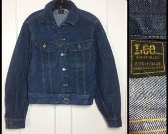 1970s Lee 2 pocket dark wash denim jean jacket looks size small Union made in USA Sanforized cats eye buttons slim tapered fit #1926