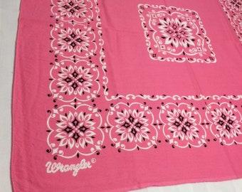 1970s Wrangler Fast Color large pink bandana 20.75x21.5 cowboy western flowers hemmed selvedge #95