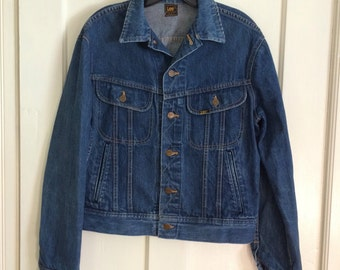 1980's Lee 4 pocket denim jean jacket looks size Medium made in USA cats eye buttons in back #1889
