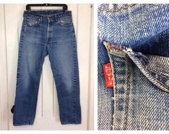 distressed faded Levis 505 single stitch redline selvedge indigo blue denim measured 32x30 boyfriend Jeans USA #5 button Talon zipper #321