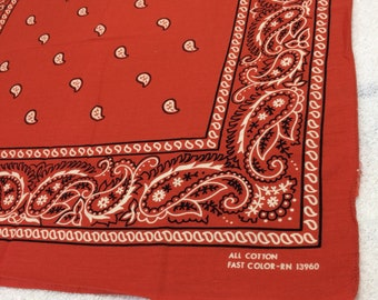 1970s orange-ish rust red Fast Color bandana 19.5x21 hemmed cotton selvedge made in USA cowboy western paisley flowers border print #139