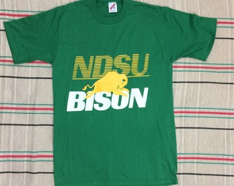Vintage 1980s NDSU Bison t-shirt size medium 17.75x27 North Dakota State University college sports team school single stitch made in USA