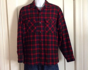 Vintage 1950s Pendleton Rockabilly buffalo plaid wool Mens loop Shirt size Large red blue olive green