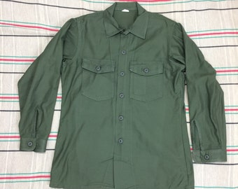 1970s 1972 US Military field Army utility shirt size large olive green OG-107 sateen cotton Vietnam War era #156