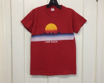 1970s sunset Lake Placid souvenir t-shirt size small, looks XS 16x23 surfing SUP sailing boats sunset nautical beach mountains single stitch