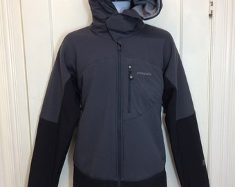 Patagonia fleece lined zip-up hooded jacket size large Regulator gray black camping hiking skiing