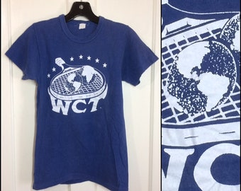 1970s WCT World Championship Tennis faded cotton t-shirt looks size XS 14.5x23.5 blue white stars planet athletic sports