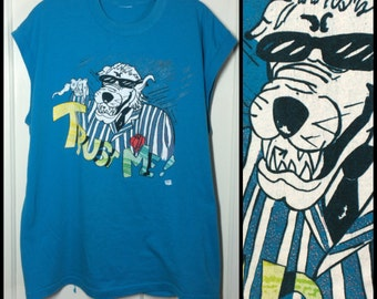 Vintage 1980's Kitch Wolf Gangster 'Trust Me' cartoon Muscle sleeveless T-shirt looks size Large 21x27.5 fun 80's party