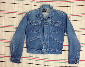 1960s Wrangler faded blue jean jacket made in USA worn soft cotton selvedge denim size 36 small great patina 4 pocket #952