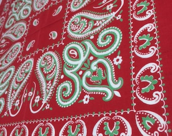 antique 1900s Turkey red Bandana 22x21.25 all cotton double selvedge large green swimming paisley flowers hemmed western cowboy #111