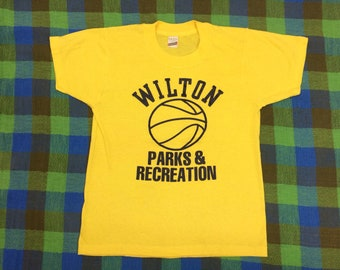 1980s Wilton Parks and Recreation basketball t-shirt size youth large 15x20 yellow Screen Stars single stitch made in USA tiny fit