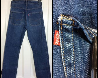 distressed Levi's 505 single stitch indigo blue denim boyfriend jeans measures 29X31 made in USA Talon zipper #5 button black bar #320