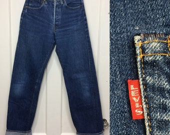 1960s Levis big E 501 indigo blue jeans measures 27x31 redline selvedge single stitch #6 button boyfriend jeans dark wash hige denim #366
