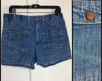 1970s Wrangler Denim Blue Jeans Bush Pants Shorts measures 31.5 inch waist 6 pocket snap pocket flaps