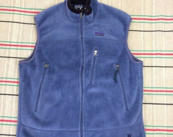 Patagonia Regulator Polartec fleece zip-up vest size large embroidered 99 High St. made in USA blue lavender camping hiking skiing