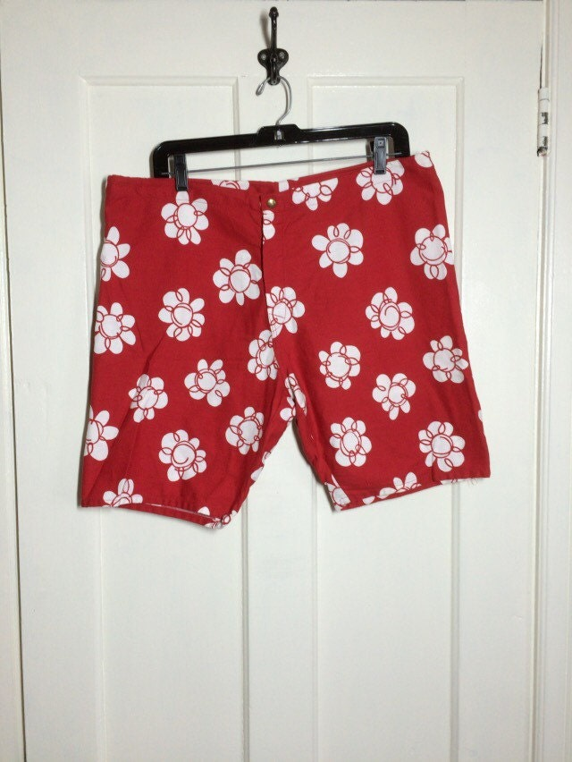 59e956b57f Vintage 1960's McGregor Swim n Play Drawstring Talon zipper fly Surfer  Swimsuit Surf Shorts size 38 Red abstract white flower bold print