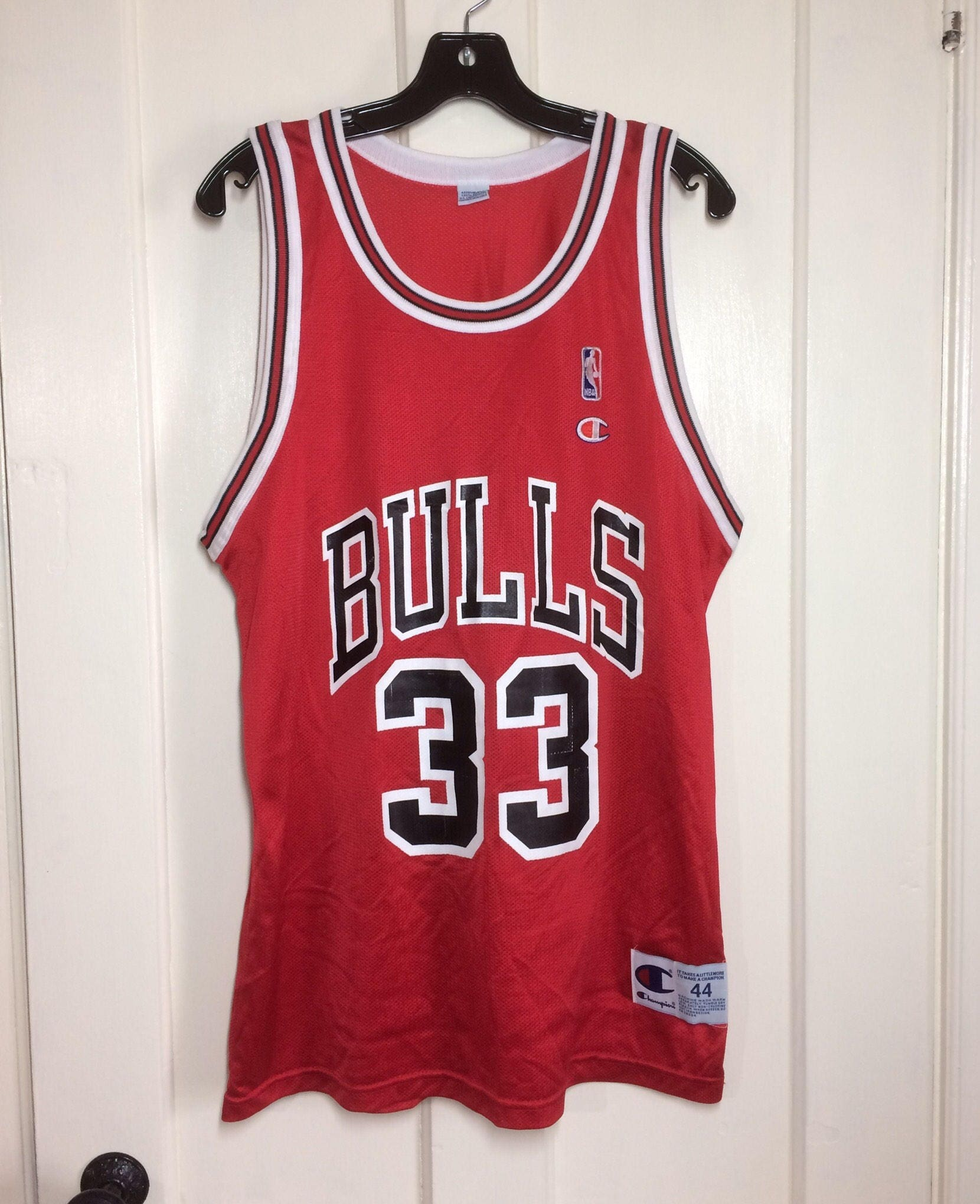 8dfe500f7f87 1990 s Scotty Pippen Chicago Bulls number 33 Red black NBA logo ...