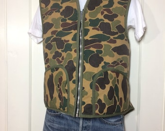 1970s fleece lined frog skin camouflage printed canvas zip-up zipper winter work vest looks size XL tan brown army green camo