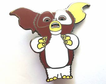 Gremlins Gizmo the Mogwai Scared 1.5 inch Hat Jacket Lapel Pin