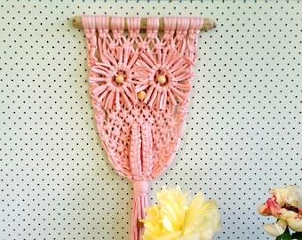 Blush macrame wall hanging. Modern Owl macrame. Light pink tshirt yarn. Jersey be good. Retro decor. Gift for owl lovers. Nursery art.
