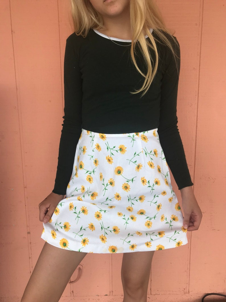05fac190ca Vintage 90s Express Daisy print a-line mini skirt high waisted | Etsy