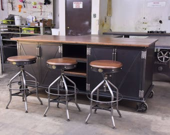 Attirant Vintage Industrial Kitchen Island / Antique Cart / Utility Table / Cabinets