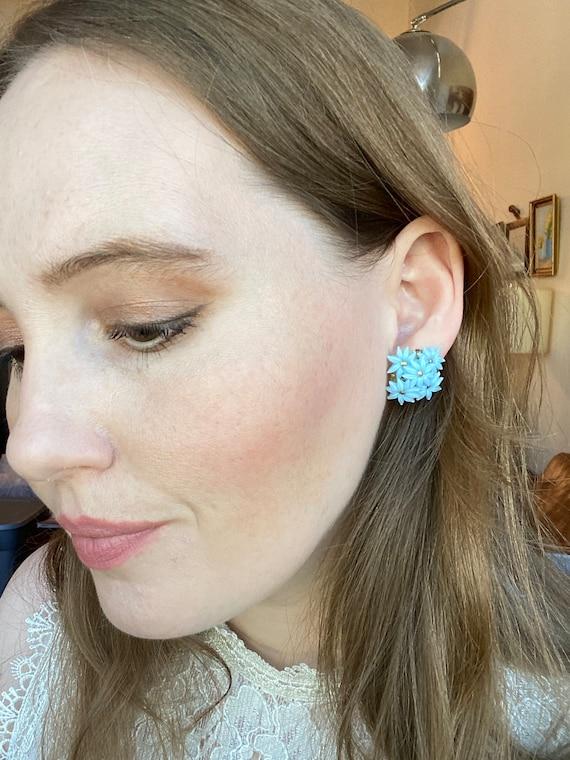 Vintage Retro Screw Back Earrings, 50s 60s Blue Fl