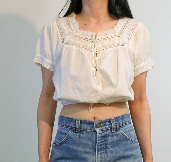 Victorian Embroidered Cropped Blouse / Vintage An… - image 4