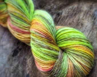 The kiss - supreme corridale wool  - single thread handspun shawl yarn 103gr 460m