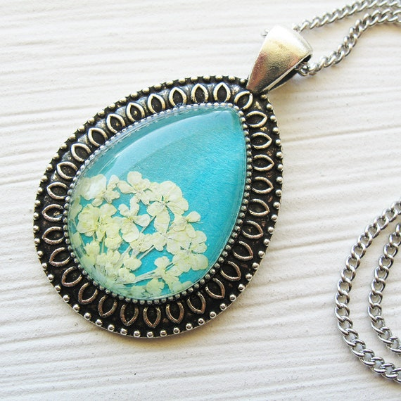 Real Pressed Flower Necklace - Turquoise and White Queen Anne's Lace Botanical Fancy Teardrop Necklace